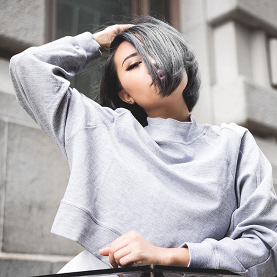 Jeanne of @thegreylayers works grey marle in the 'Making Waves Jumper'.