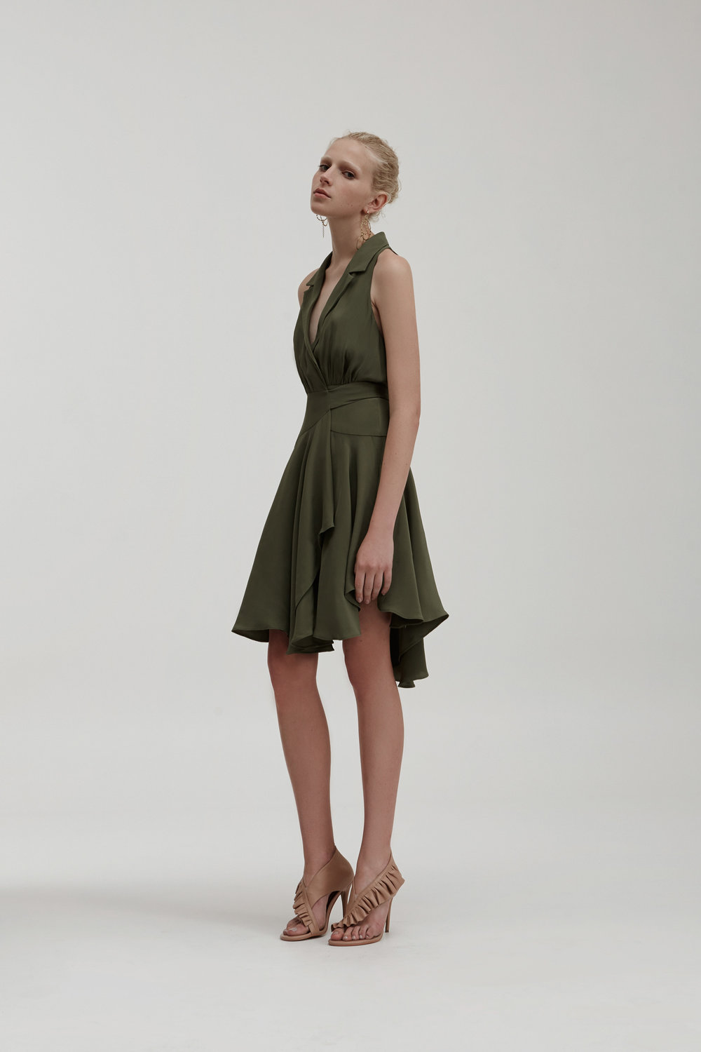 http://fashionbunker.com/caught-up-short-sleeve-dress?color=pine