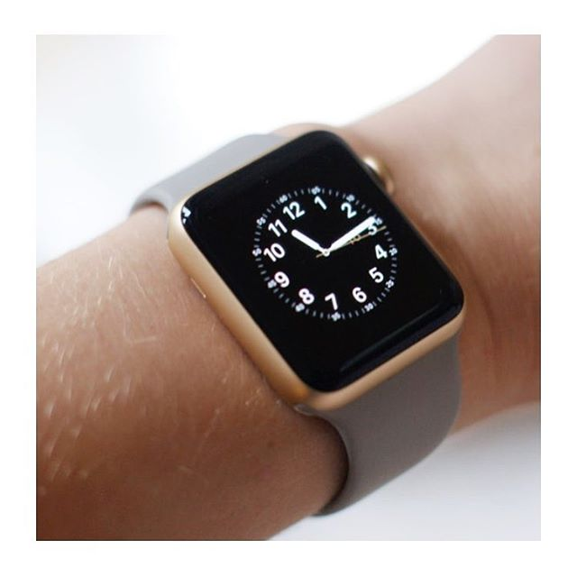 REVIEW 👉🏼 APPLE WATCH 2 ‼️Are they just a gimmick? What do you think? New blogpost on www.theyoproedit.com‼️link in bio 😊