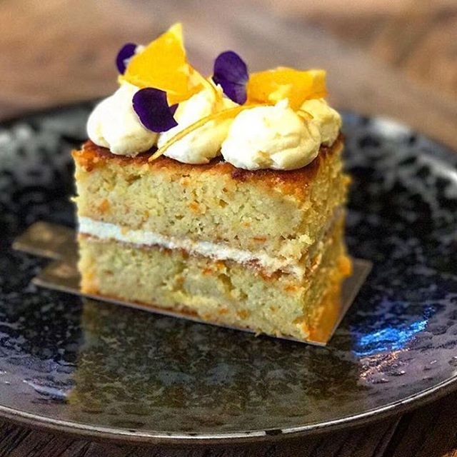 Yummo! Perfection on a plate ☺️ @thebakerswife_ . . #cake#happy#happiness#afternoondelight#afternoontea#friends#coffee#cakes#yummy#foodporn#jungledrums#foodie