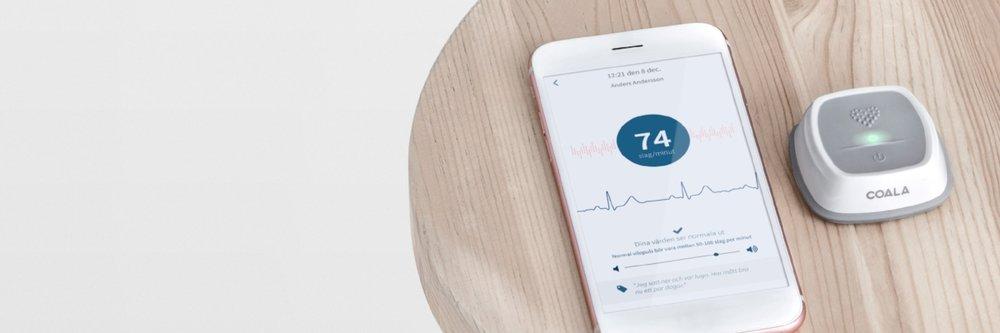 Så fungerar Coala Heart Monitor   Coalas hjärtmonitor hjälper människor att själva regelbundet kunna följa sitt hjärta, en trygghetstjänst baserad på mångårig svensk forskning och utveckling.    Läs mer