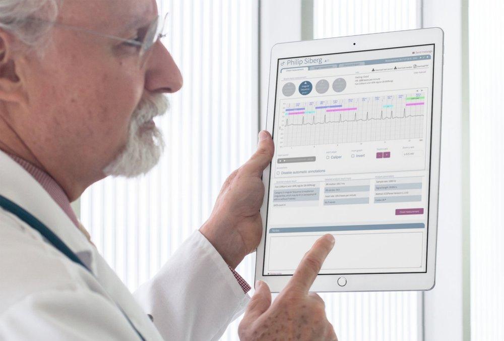 Följ dina patienter enkelt via nätet. - Analysresultatet görs tillgängligt i nära realtid i Coala Care Portalen, ett webb-baserat system som nås enkelt från vilken uppkopplad dator som helst. Här kan man fördjupa tolkningen och ladda ned data för vidare manuell granskning. Det automatiska EKG-tolkningsstödet ger god hjälp. Portalen kan även nås via surfplatta såsom iPad.Läs mer om Coala Care Portalen här.