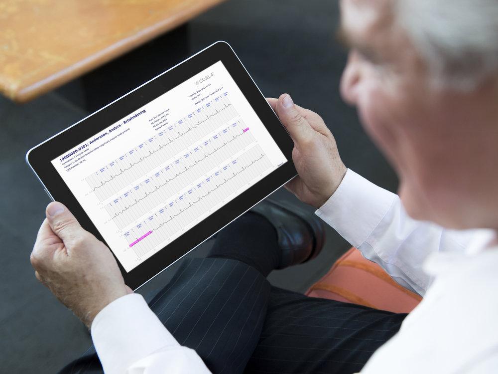 Med smarta tolkningsstöd. - I Coala Care Portalen kan man enkelt analysera, annotera och fördjupa insikten i EKG-inspelningen. Här finns också möjlighet att ladda ned rådata för vidare analys, samt lyssna och ladda ned hjärtljudet. Data kan enkelt laddas ned som PDF'er som enkelt kan delas, arkiveras eller integreras in i t ex patientjournalsystem.PDF'erna kan visas i dator, iPAD-miljö eller på smart phone.För användarmanual, klicka här.