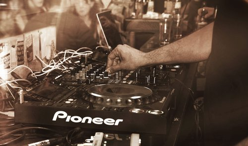 Basic & Advanced DJ Intro Course (Home)    $1400.00 Nett  Compare Courses