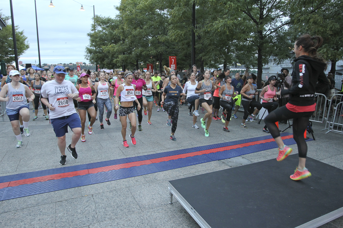 Women's Health & FEED's 4th Annual RUN10 FEED10 Race, NYC_Pre-Race Warm Up with NFS Nikki Metzger  3 (1)