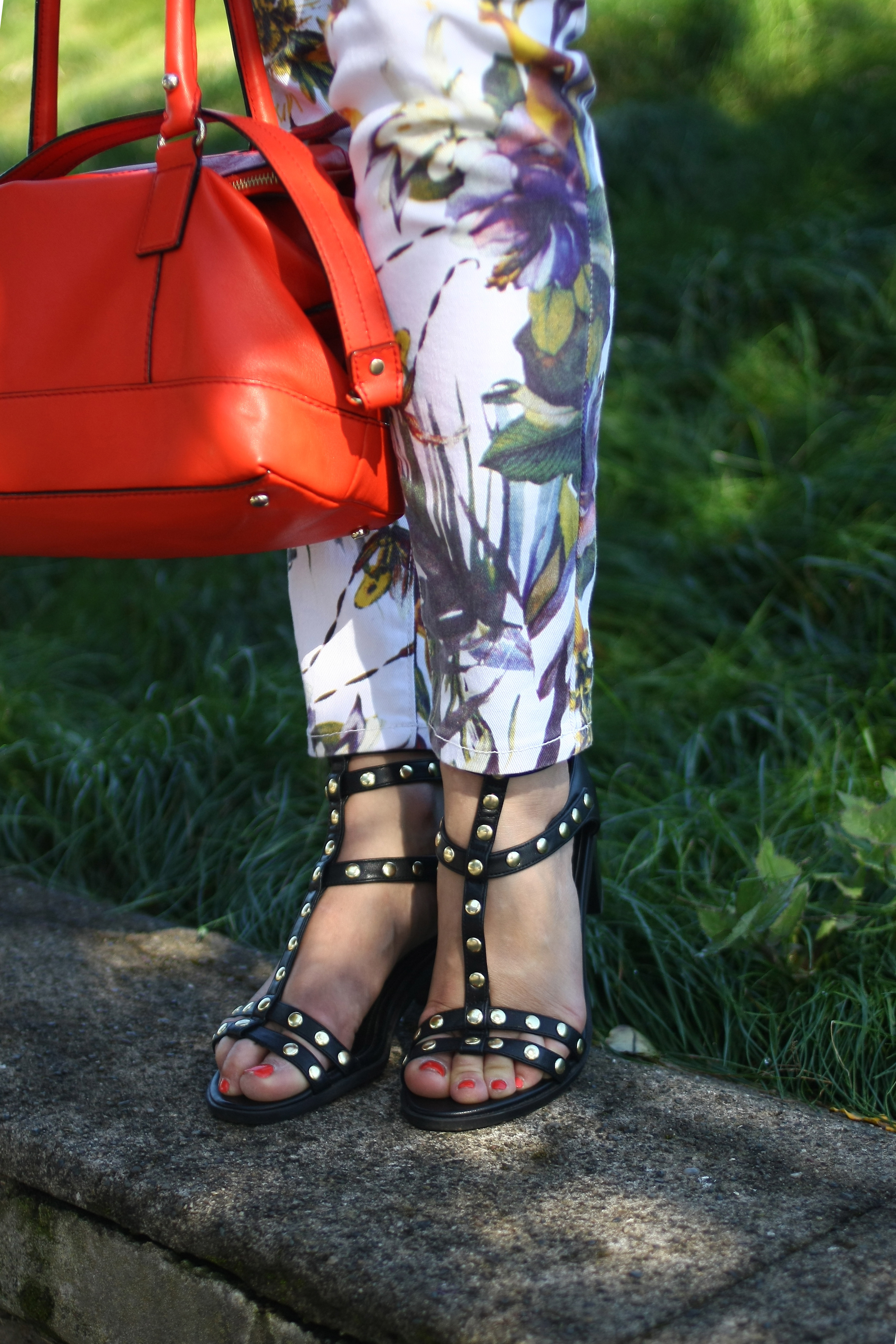 Shirt: JCrew | Denim: F21 | Pants: iBuffalo via Crossroads (similar here) | Shoes: H&M | Purse: Kate Spade