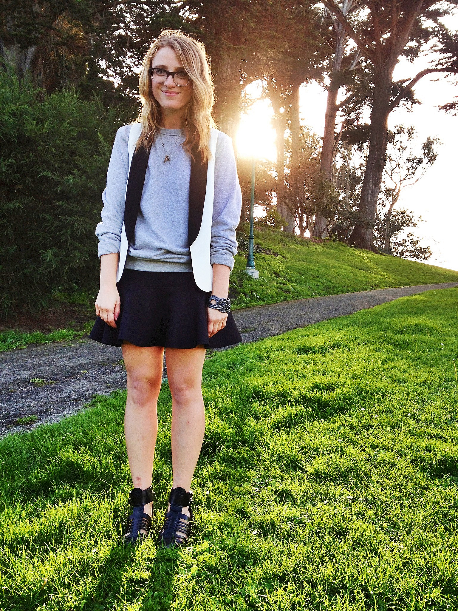 Sweatshirt: H&M | Vest: F21 | Skirt: H&M | Shoes: Zara | Bracelet: F21