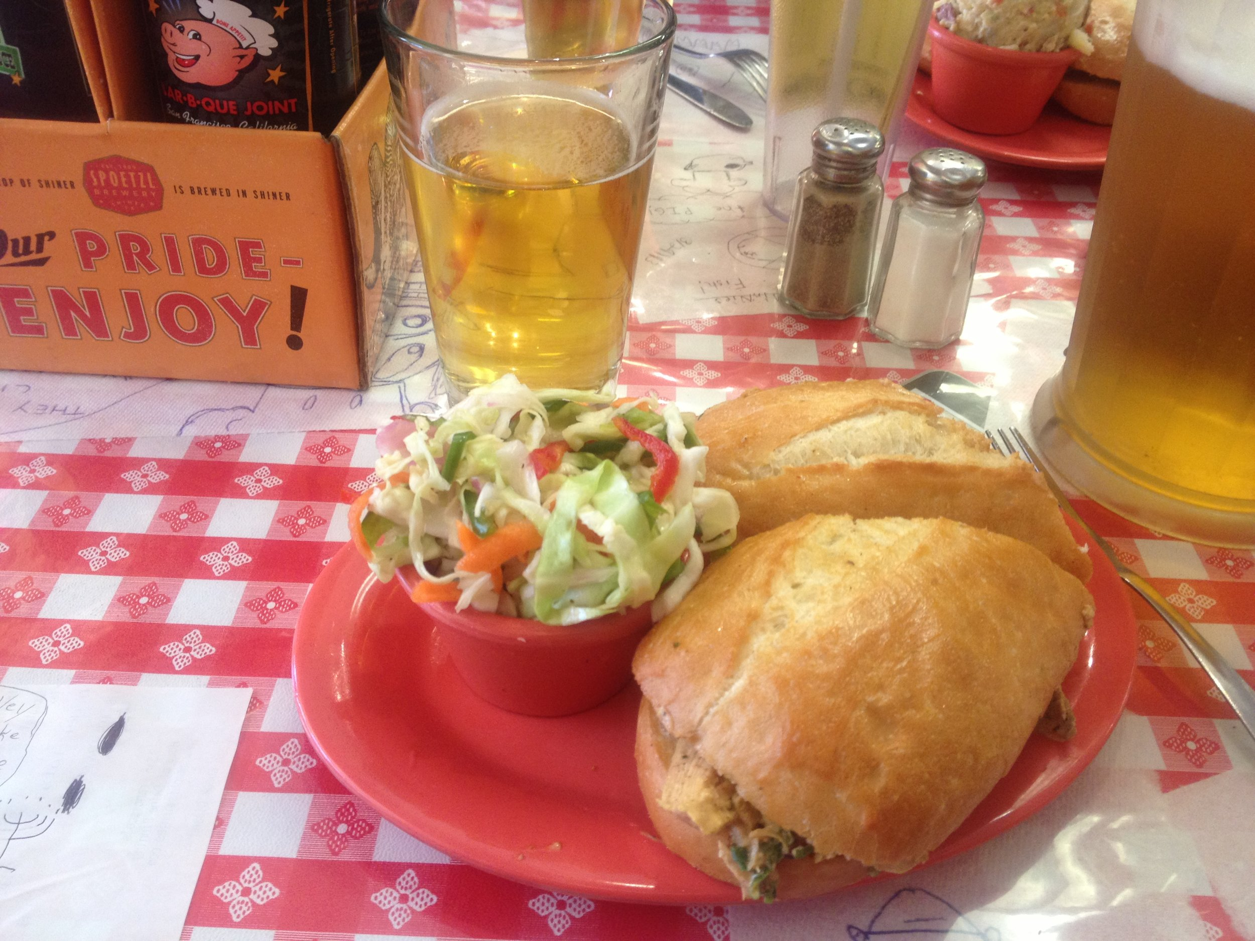 Working up an appetite, I headed for some serious BBQ at Memphis Minnie's,