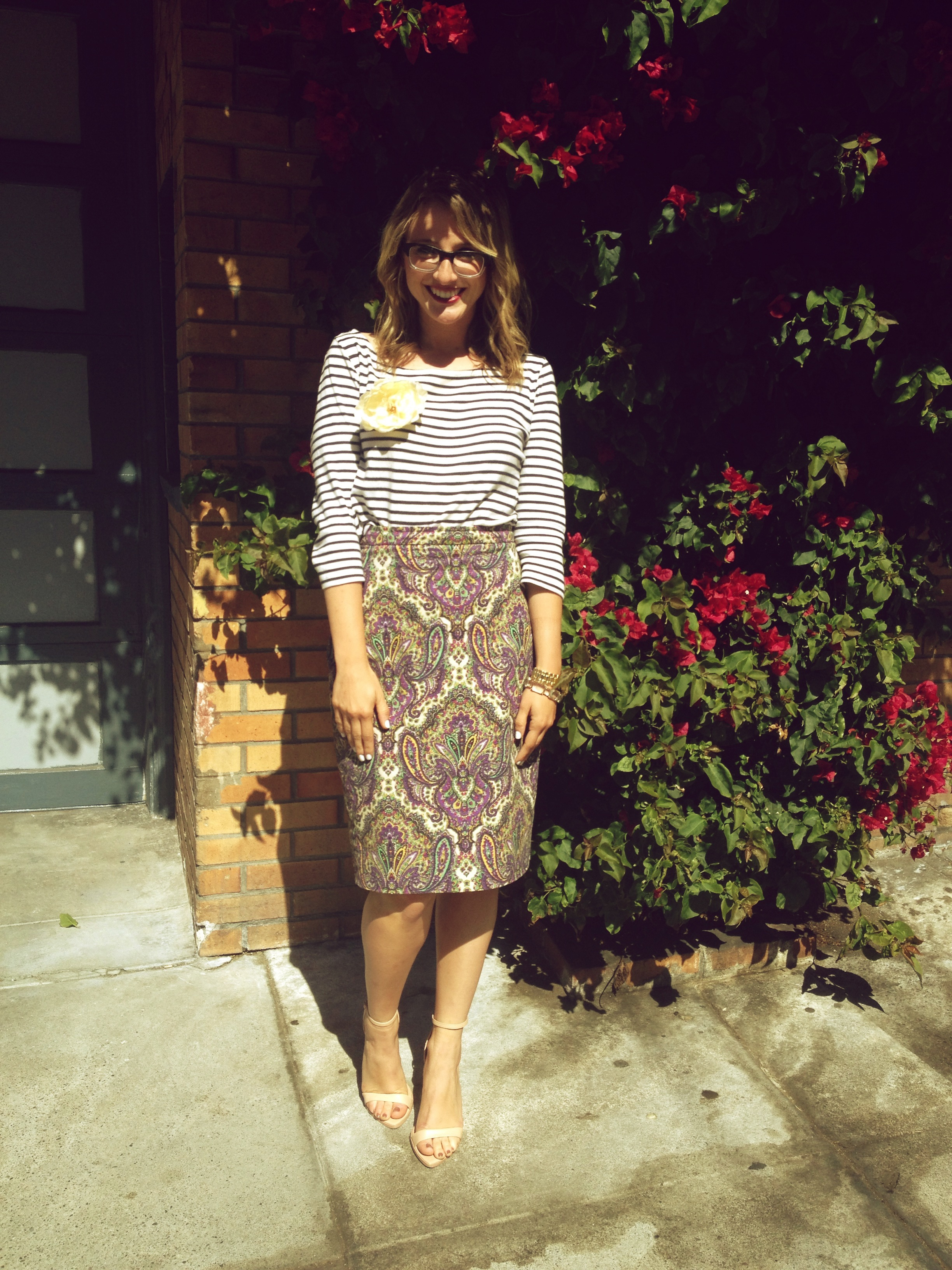 Shirt: H&M | Skirt: J.Crew | Shoes: Zara via Andi | Flower: H&M via Andi