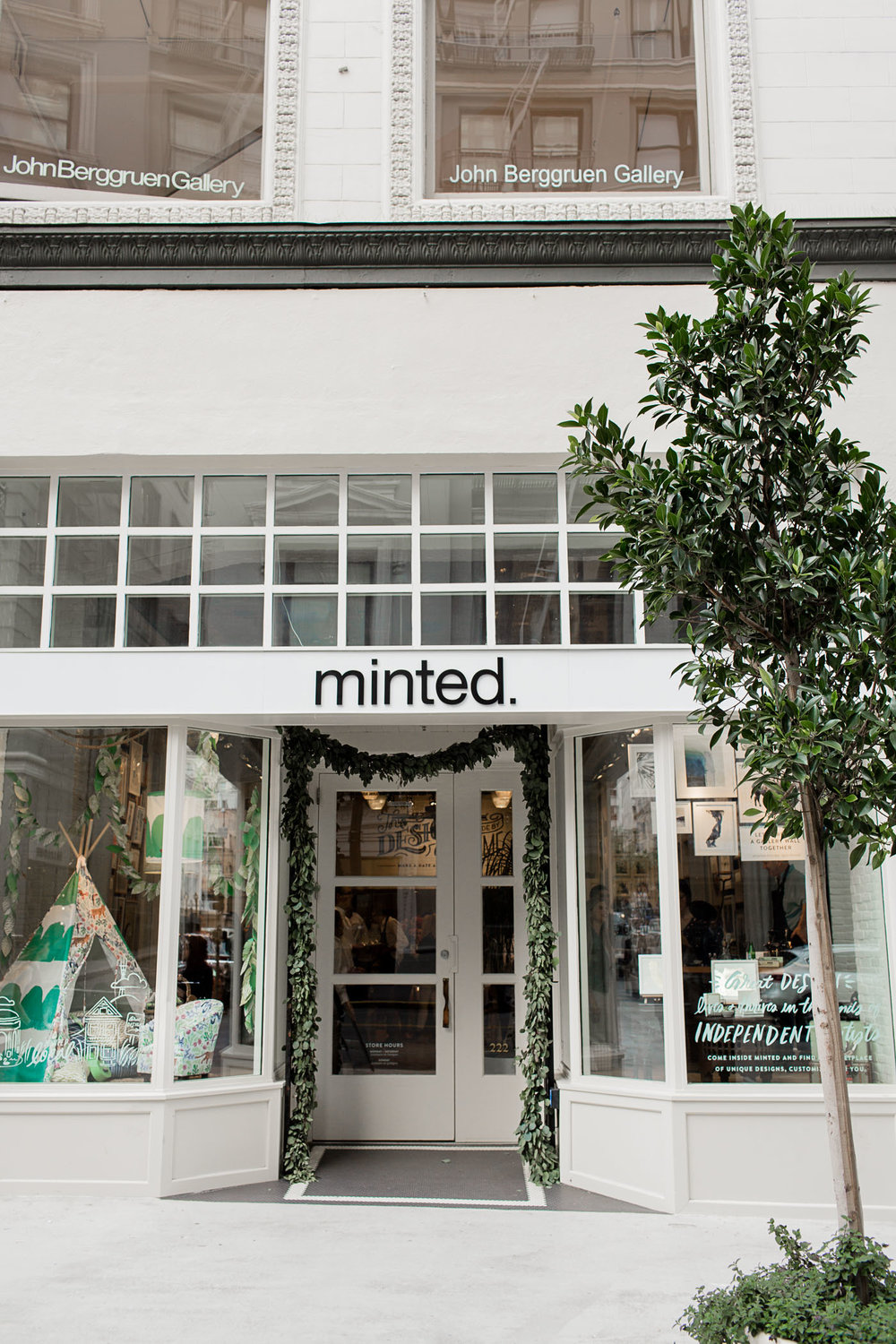 I've been a fan of Minted for years. Bringing the beauty of Minted online offline has been such a game changer. As someone who loves picking up pieces, looking at them in-person, etc. this store is the perfect place to discover and get inspired. Even better? They have events like live art nights and a stylist bar to help bring your vision to real-life!