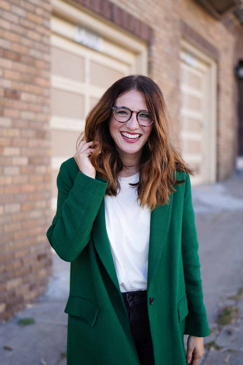 You know those Crossroads finds where when you actually see it – you can't really believe it? Well, that's what happened with this bad boy. Originally from Zara, I've been looking for a lightweight green jacket for quite some time. And you know the green I'm talking about. Not neon, but emerald. It's perfect for layering or wearing as a statement piece and I thank my lucky stars for finding it.
