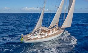 LENGTH:   100 ft.   TYPE:   Sail   CLEARING HOUSE:   Nicholson Yachts Worldwide  WEB SITE :   www.nicholsonyachts.com