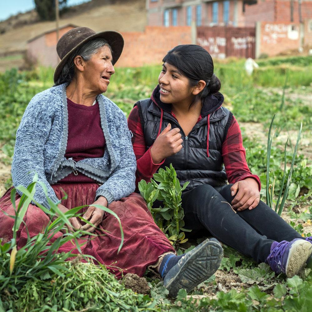 María Paz, 68, und ihre Enkelin Noemí Geovanna Mamani Quispe, 20, leben beide in der bolivianischen Kleinstadt Achocalla unweit von La Paz.