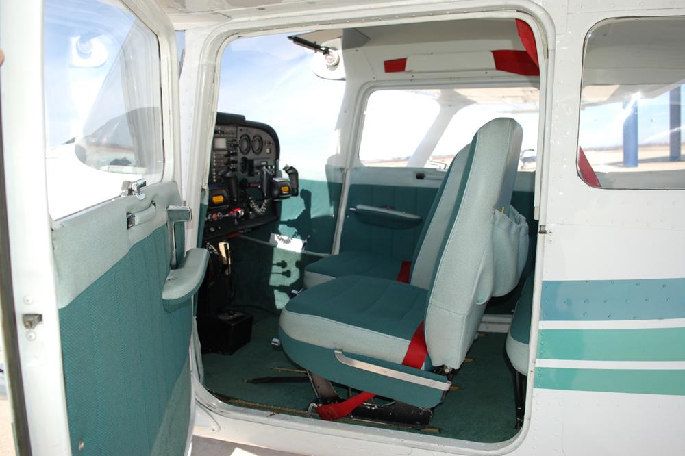 737LGInt.jpg