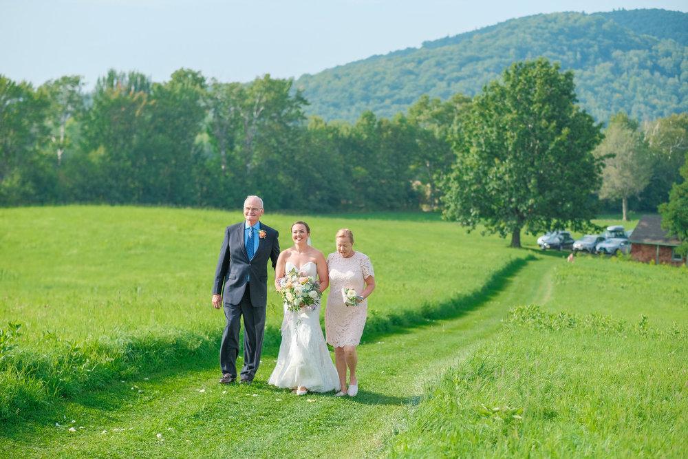 Toad-Hill-Farm-Candid-wedding-photography-352.jpg
