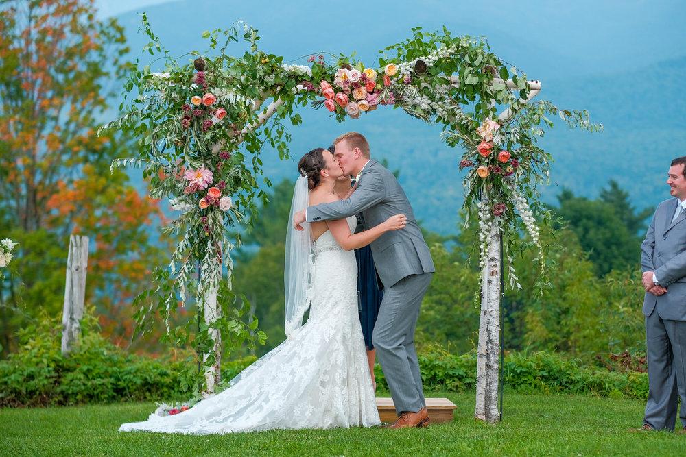 Toad-Hill-Farm-Candid-wedding-photography-519.jpg