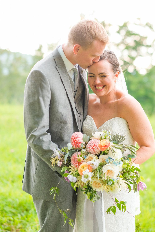 Toad-Hill-Farm-Candid-wedding-photography-980.jpg