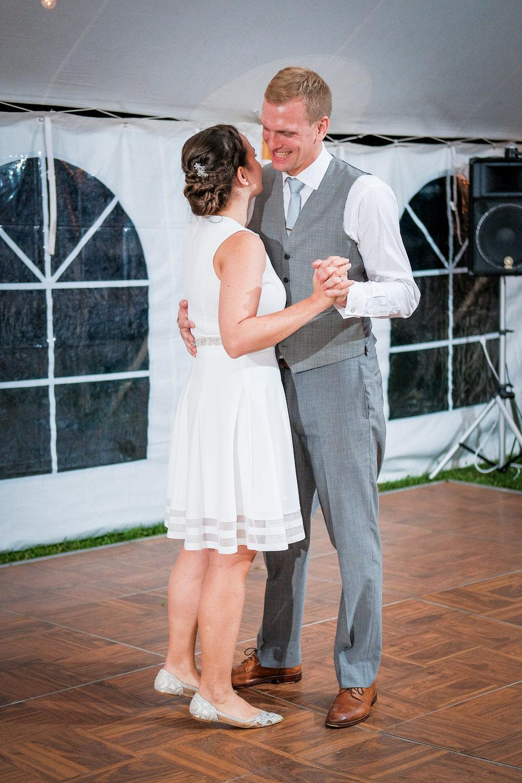 Toad-Hill-Farm-Candid-wedding-photography-1195.jpg