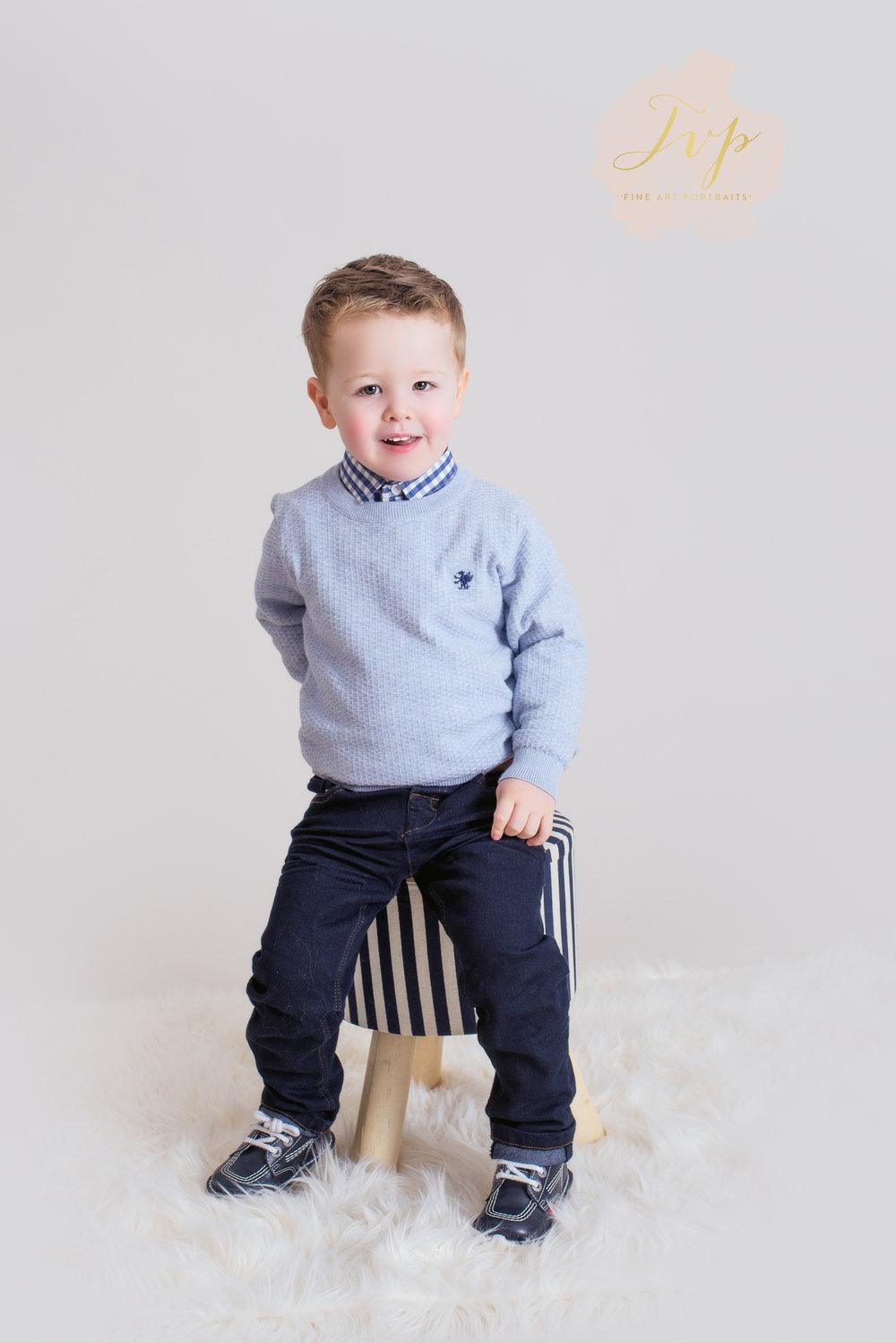 blue-jumper-family-photographer-glasgow