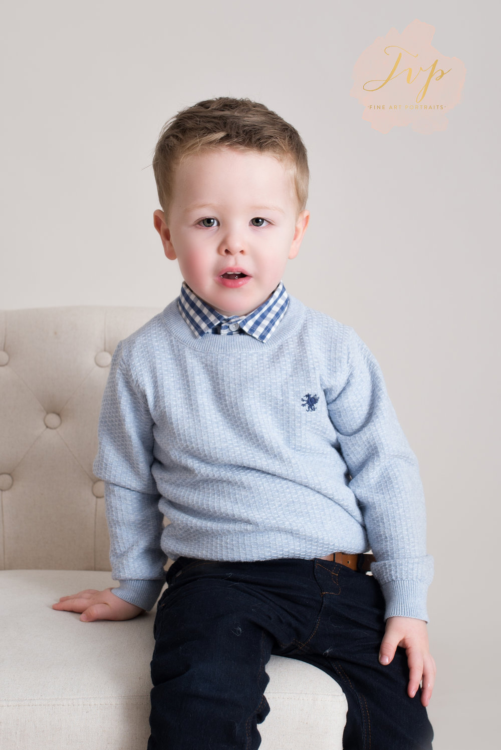 blue-jumper-closeup-family-photographer-glasgow