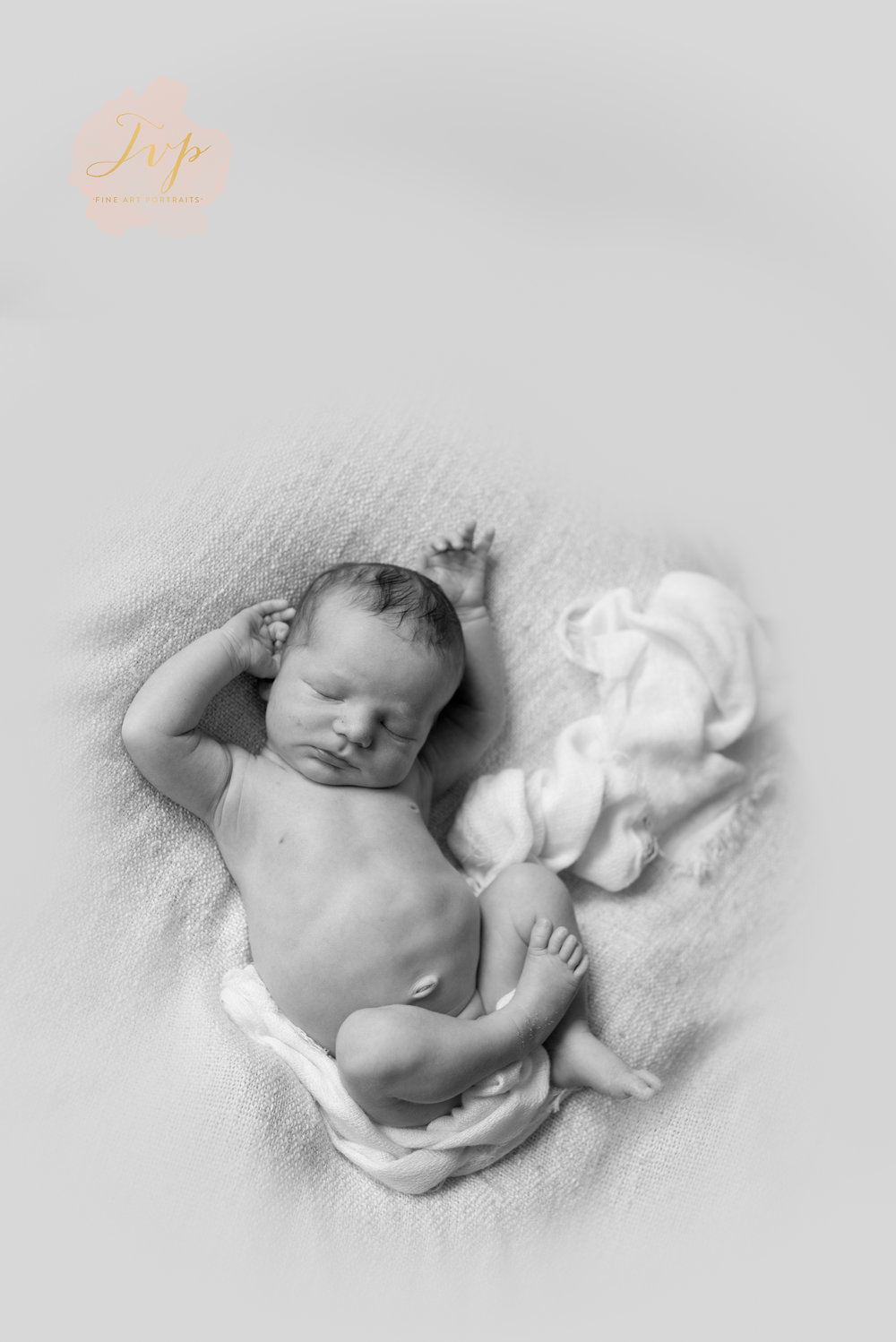 natural-newborn-photography-renfrewshire-arms-up
