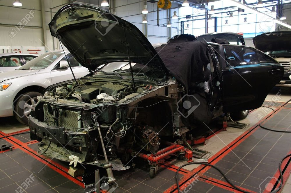 23244202-The-image-of-cars-stand-under-repair-in-body-shop-Stock-Photo-shop.jpg