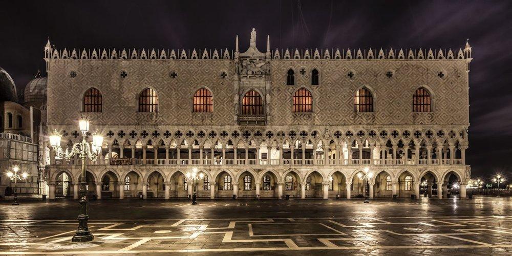 LDKphoto  - Venezia - Palaziio dei dogi - piazzetta side.jpg