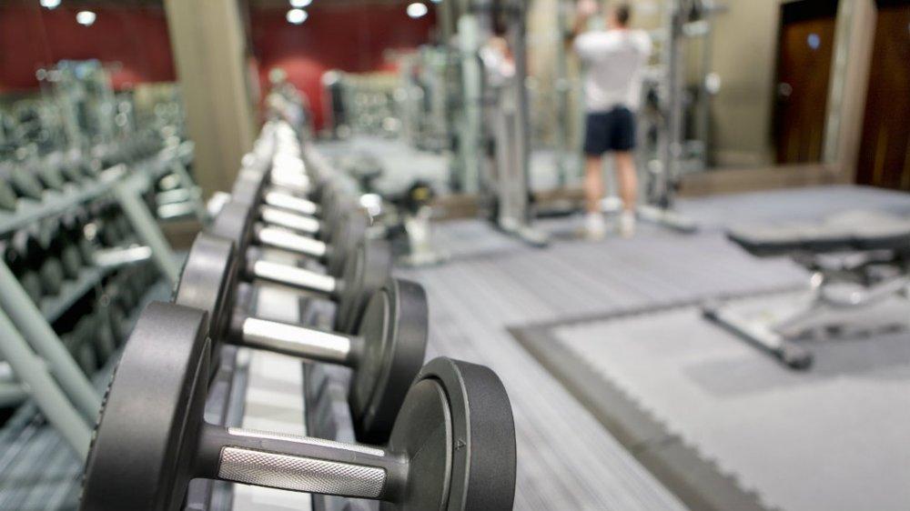 dumbbells-equipment-7-tips-gym.jpg