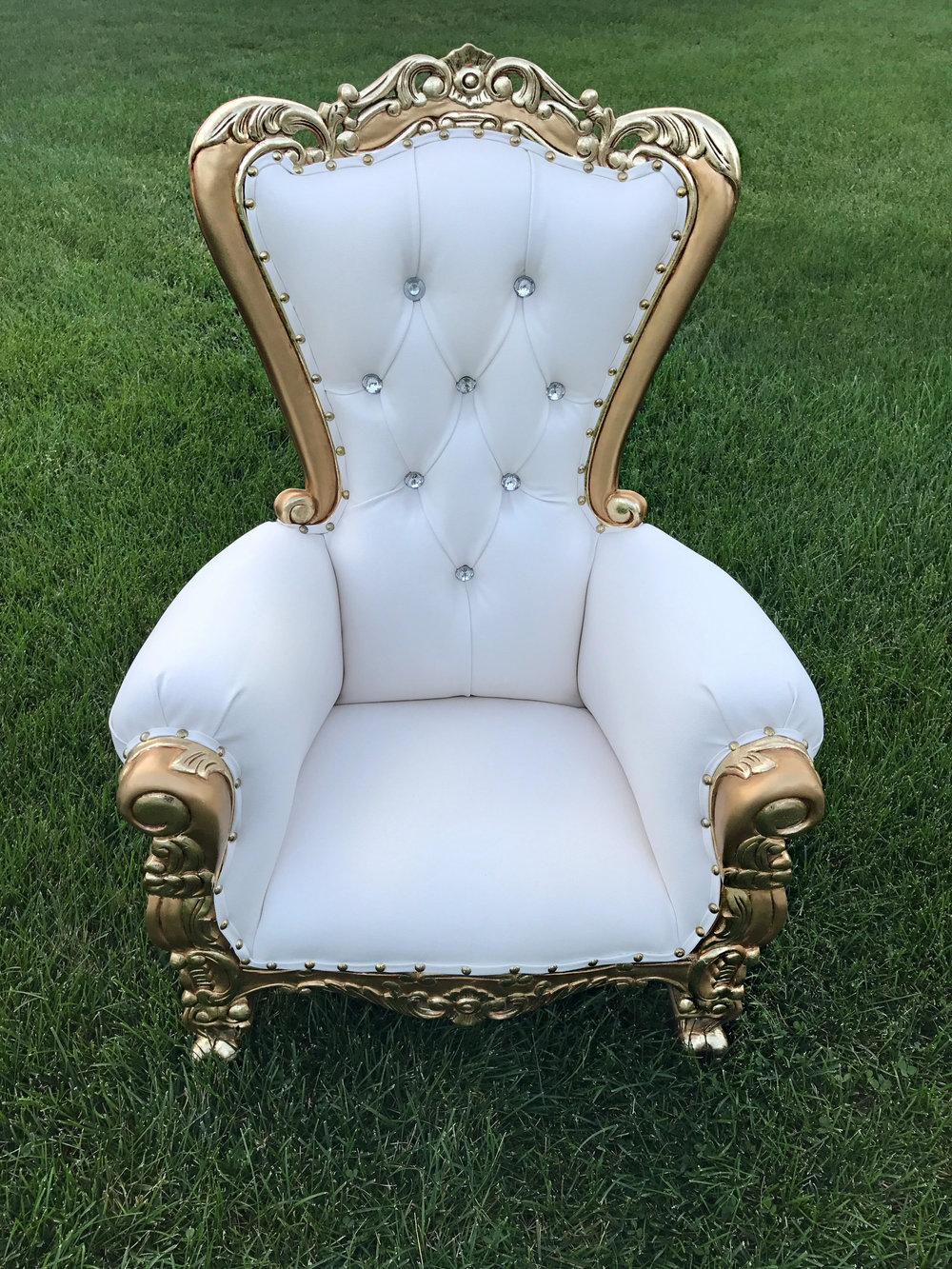 white:goldthrone.jpg