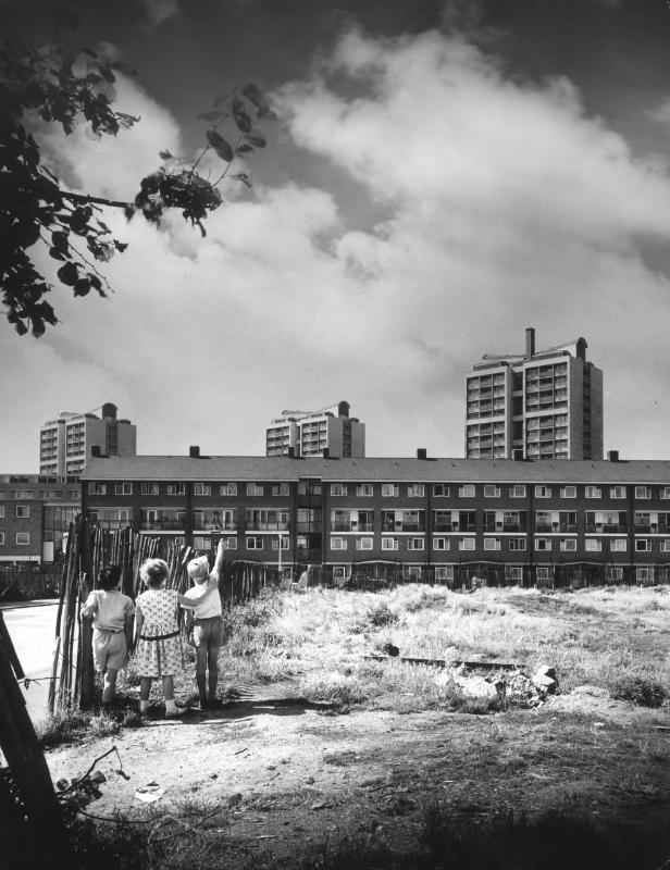 Brandon Estate, Southwark, London, maisonettes on the west side of Lorrimore Square. Courtesy Architectural Press Archive, RIBA Collections