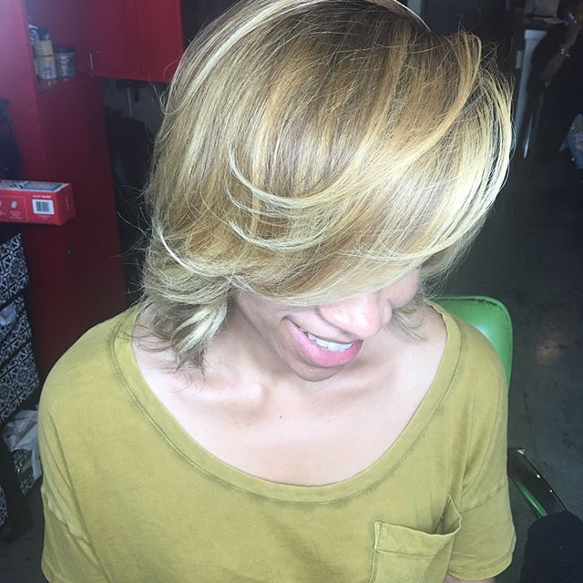 Book for best coloring in Atlanta with @vellzdoesmyhair #hairstyles #haircolor #hiart #blondehair #atlantahairstylist #healthyhair #healthyhairstylist