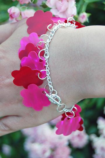 ©2013Lindsay-Obermeyer-Diy-Flower-Bracelet-2.jpg