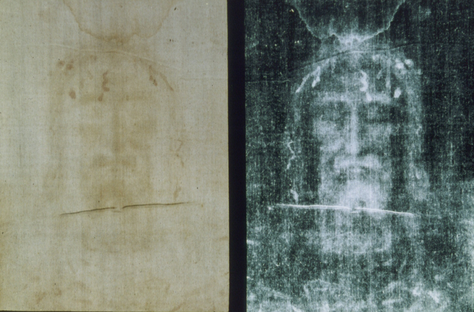 The image in the shroud (left), itself a negative, and a negative of the image (right), itself a positive, via Wikimedia Commons