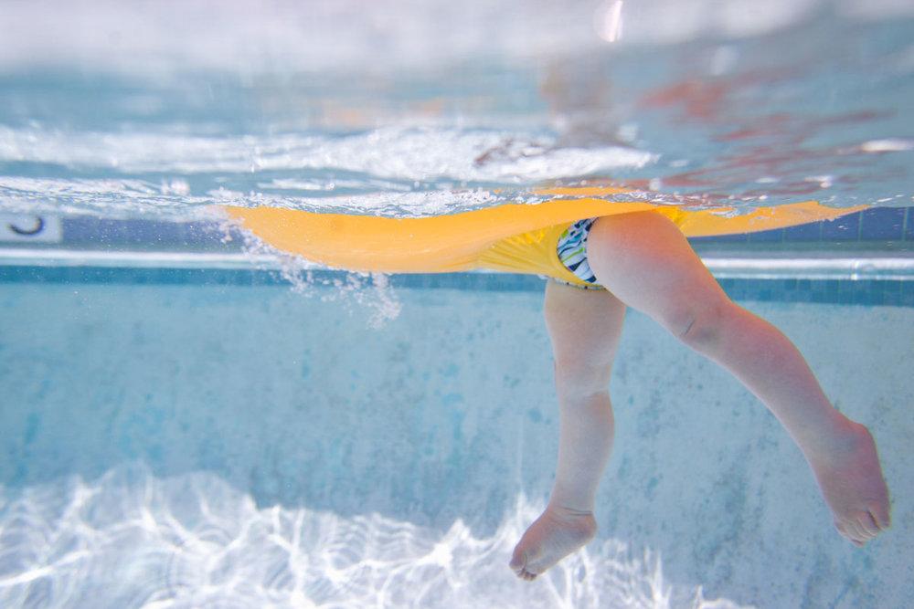 1381.underwater.toes1056.jpg