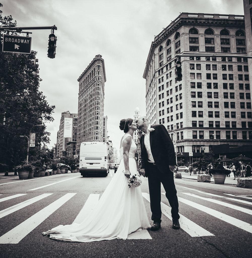 new york city wedding photo, flat iron building