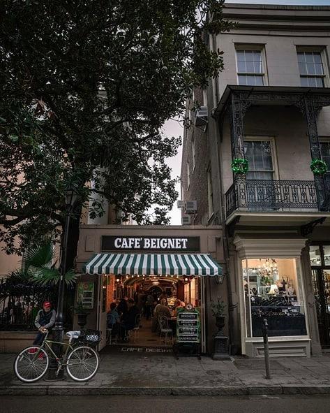 Cafe views. ☕️ (pc:@caseycazeauxphoto)