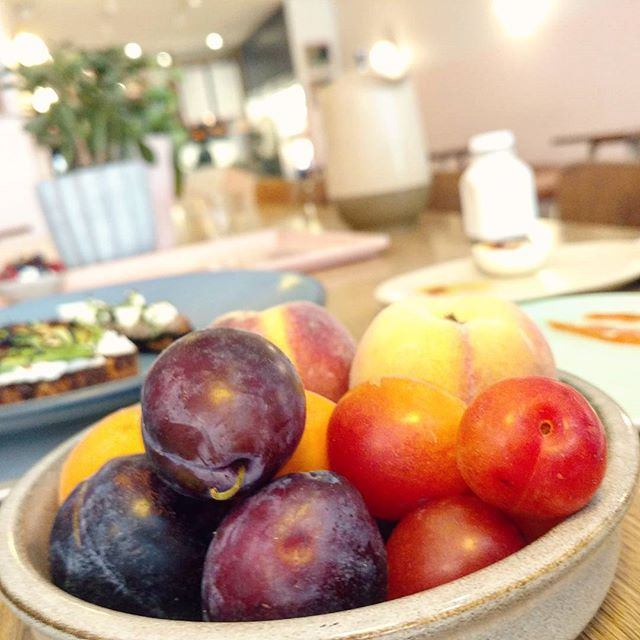 Beautiful stone fruit season this year. So plump and flavorful. . . . . . #usqfarmersmarket #usqgreenmarket #stonefruit #peaches #plums #mirabelleplum #breakfast #verdebreakfast #verdenyc #fruit #flatiron