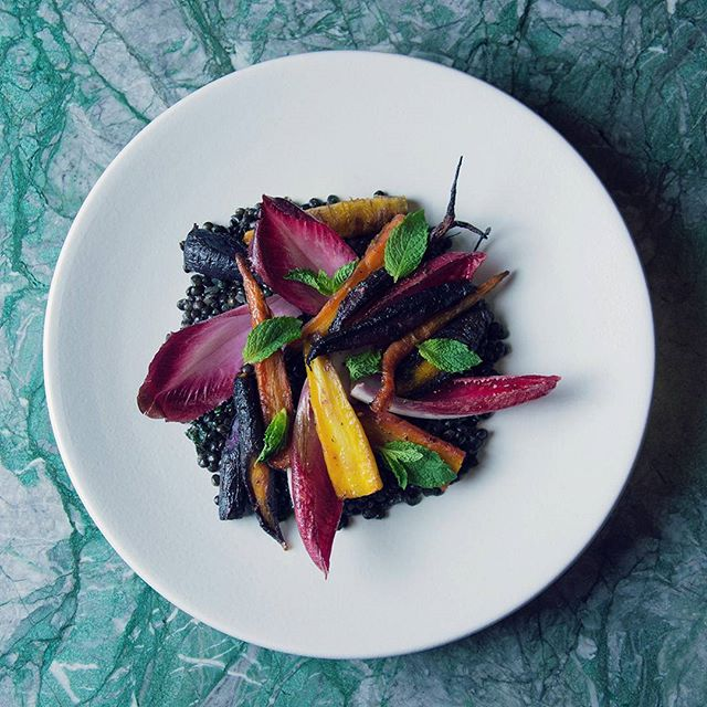 Heirloom carrots, black beluga lentils, red endives, szechuan peppercorn butter only available at #verdedinner, tues-sat from 5:30pm . . . . . #verde #roastedcarrots #heirloomcarrots #lentils #eeeeeats #nyceats #nyceeeeeats #flatiron #vegetarian #farmersmarket #unsqgreenmarket #verdenyc #chefmarianaknowsbest