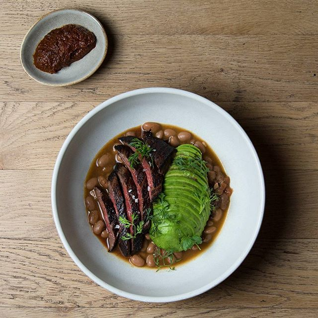Skirt steak, charro beans, avocado, drunk salsa (yes there is mezcal in it). Come try it tonight! . . . . . #verdenyc #verde #verdedinner #skirtsteak #flatirondinner #flatiron #nyceeeeeats #eeeeeats #frijolescharros #salsaborracha #arrachera #avocado