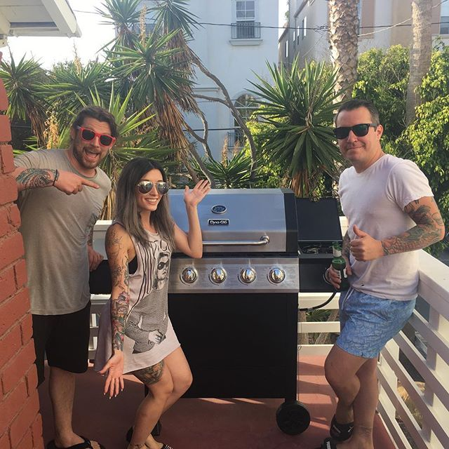 Me and my pit crew built a grill for the #beachday #bbq at @drobssm house hehe thanks DON XOXO @thechuchlee @soeasilyswayed