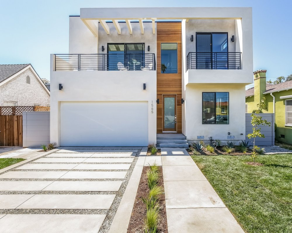 SOLD!  $1,750,000 | 1565 Ellsmere Ave.