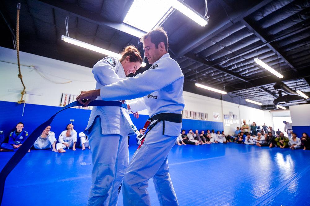 Rachel receiving her Blue Belt from Prof. Alfredo Barum
