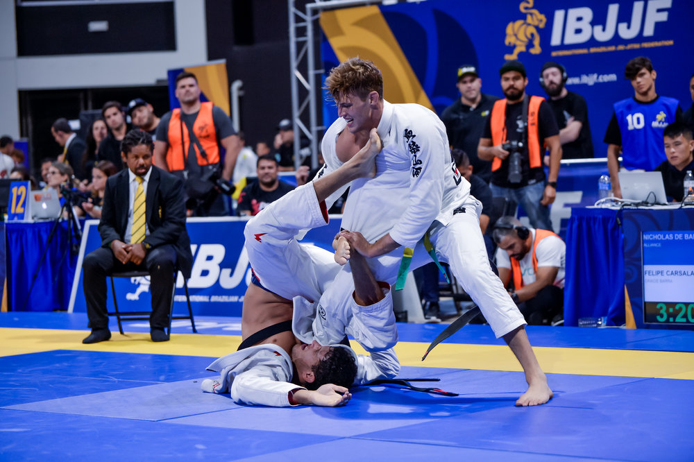 In a super exciting Open Class Quarterfinals, Felipe Peña and Nicolas Meregeli go at it. Nicholas wins here and moves on to face Buchecha in the Open Class Semi Finals. Felipe rebounds from this defeat and wins Gold in the Heavy Weight Division with both ankles heavily taped.