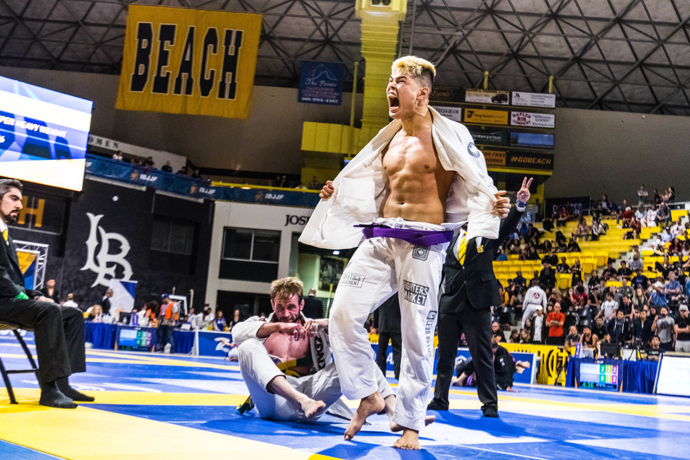 Igor Tanabe (99 Jiu Jitsu) wins Purple Belt Gold in the Medium Heavy Division vs. Adam Bradley (Atos).