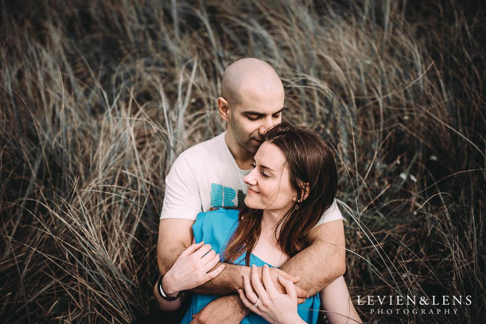 couples photo shoot Muriwai Beach {Auckland wedding photographer}