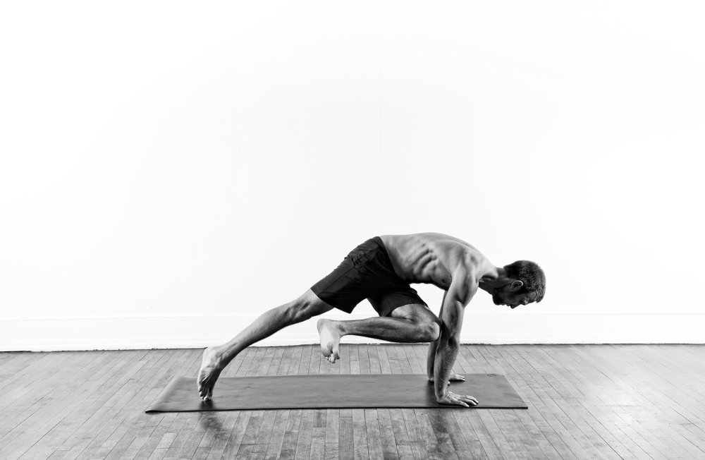 Knee to Elbow Twist / Eka Pada Koundinyasana 1 prep.