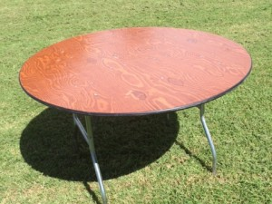 "Seats 4 - 6 Guests   Dimensions: 48"" round x 30"" tall"