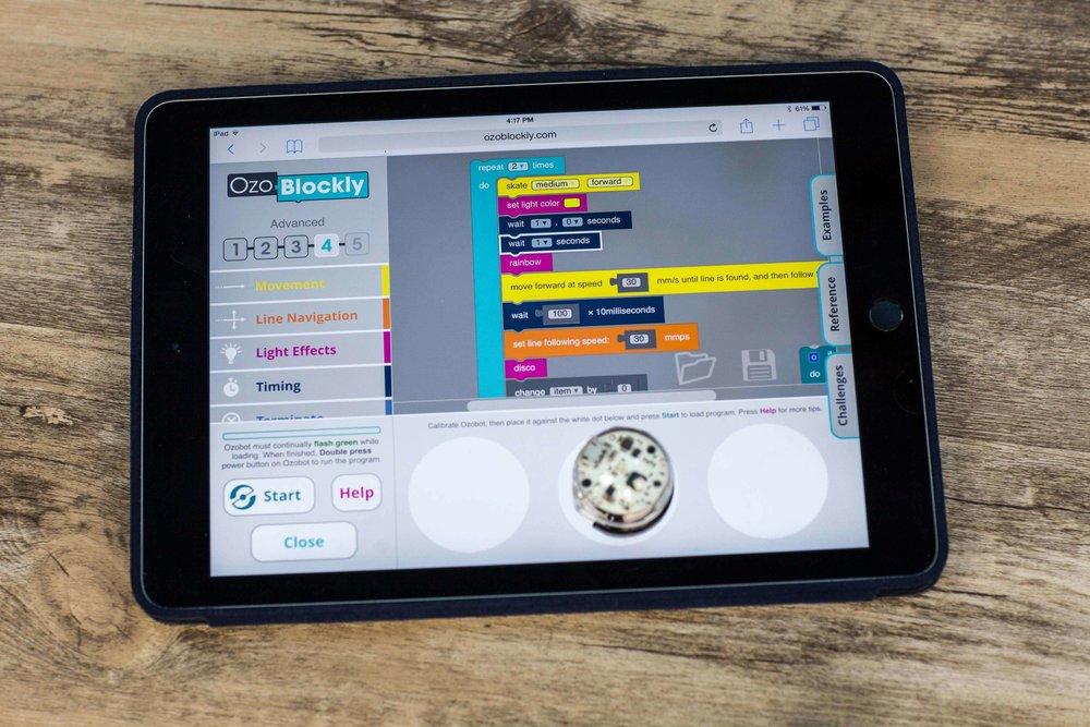 オンライン上で無料で公開されているOzoBlocklyを使って、Ozobotをプログラムすることもできる