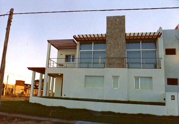 private house in Patagonia; front facade