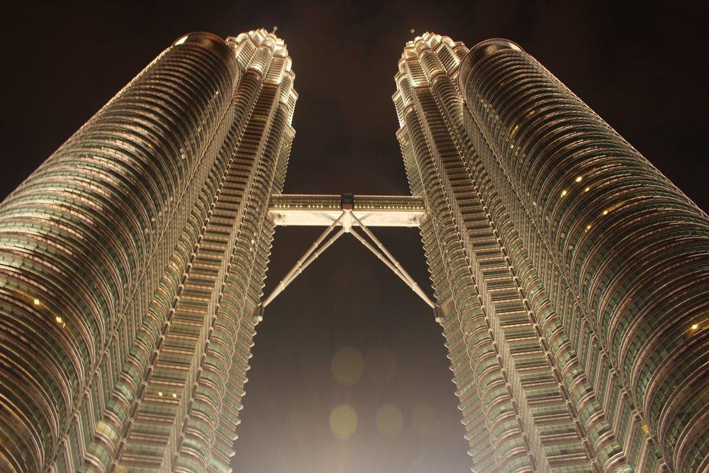Night_at_Petronas_Twin_Tower.jpg